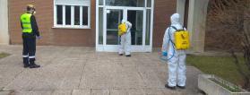 desinfección de un edificio por la UME