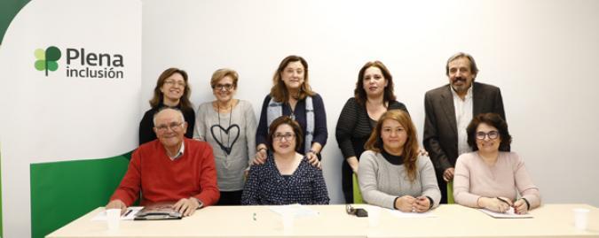 Foto de los familiares participantes en el debate