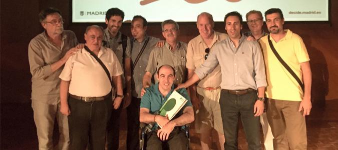 Personas con discapacidad intelectual presentando la iniciativa con representantes de entidades de Plena inclusión Madrid