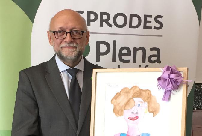Javier Tamarit recogiendo el premio