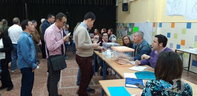 cola de personas para votar