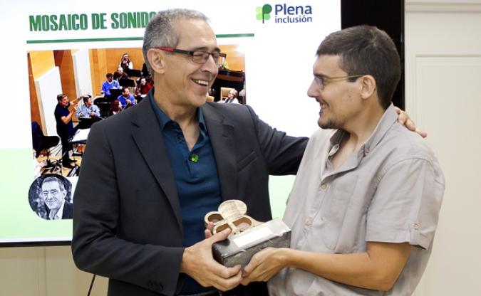 Mikel Cañada homenajeado en la Asamblea