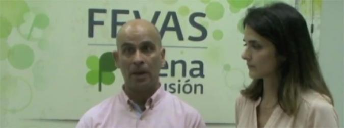 Azahara Bustos y Jordà Vives hablando en el video