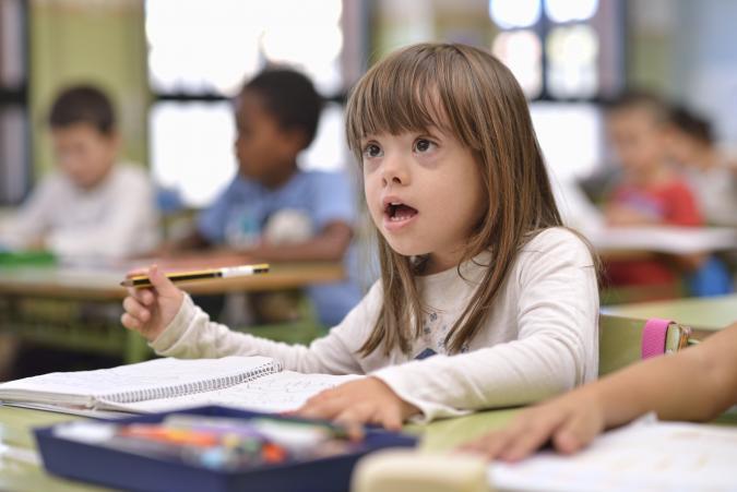 Niña con discapacidad en el colegio