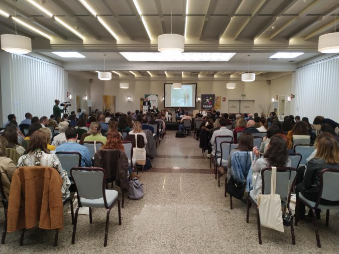 sala llena de gente