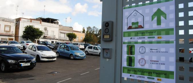 Cartel de señalización de un colegio electoral de Mérida